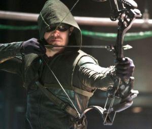"""Oliver Queen (Stephen Amell) e Barry Allen (Grant Gustin) aparecem de uniformes trocados em novo pôster do crossover """"Elseworlds"""""""