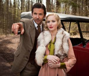"Jennifer Lawrence e Bradley Cooper em cena de ""Serena"""