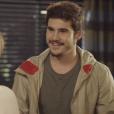 """Em """"O Tempo Não Para"""": Betina (Cleo Pires) faz pedido inusitado a Samuca (Nicolas Prattes)"""