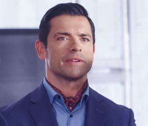 """Em """"Riverdale"""", Hiram (Mark Consuellos) continuará com planos na continuação da 3ª temporada"""