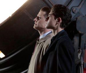 """Em """"Gotham"""": cena clássica entre Jim Gordon (Ben McKenzie) e Bruce Wayne (David Mazouz) é recriada"""