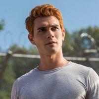 """KJ Apa acredita que vai ficar careca por conta de todas as mudanças que faz no cabelo em """"Riverdale"""""""