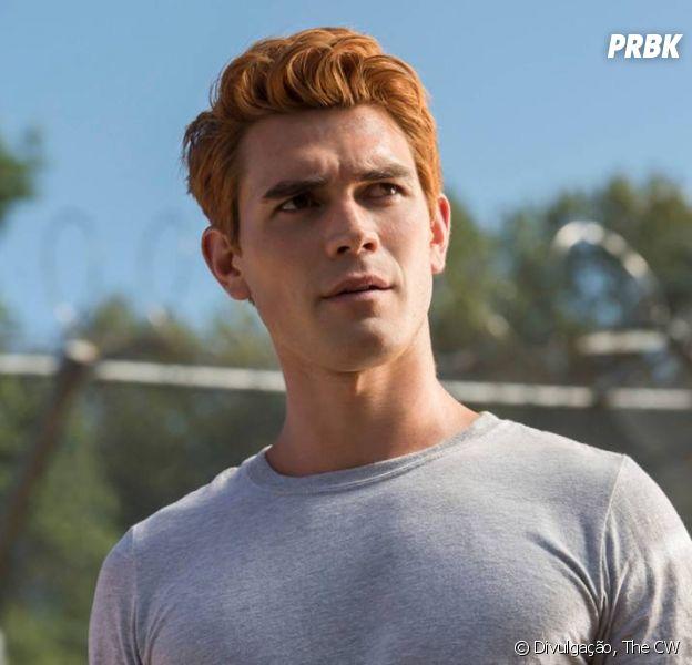 """De """"Riverdale"""", KJ Apa não aguenta mais fazer tantas mudanças no cabelo"""
