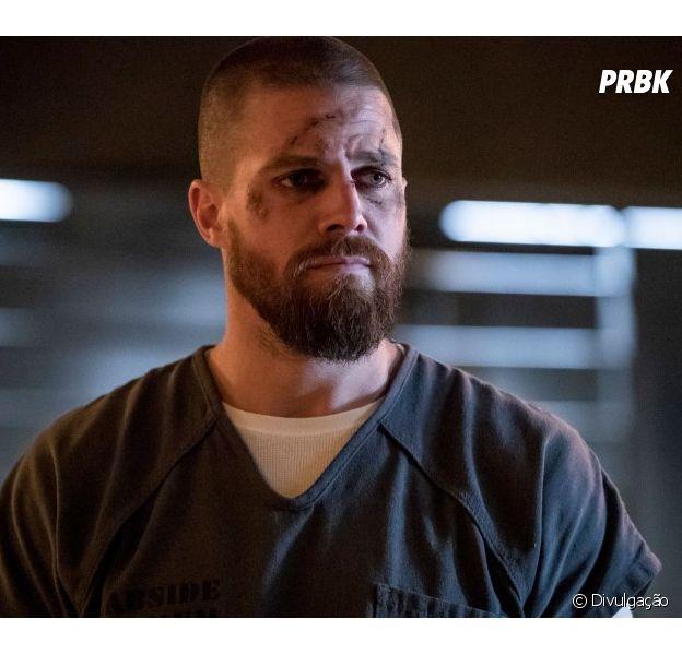 """Em """"Arrow"""", Oliver (Stephen Amell) e seu grupo precisam combater novo vilão"""