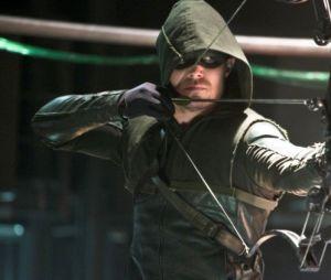 """Em """"Arrow"""", Oliver (Stephen Amell) e seu grupo são obrigados a combater caçador de vigilantes"""