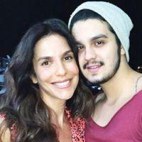 Luan Santana encontra com Ivete Sangalo em aeroporto e faz selfie com a cantora!