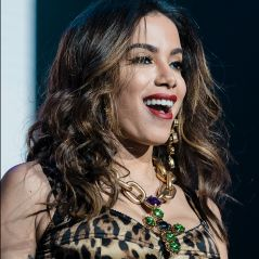 Anitta está 100% nem aí para as inseguranças e está feliz e realizada!