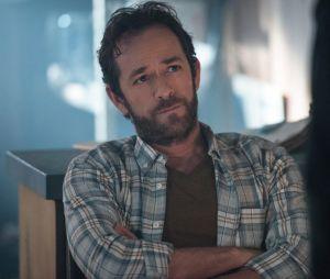 """De """"Riverdale"""": após morte de Luke Perry, episódios terão homenagem in memoriam"""