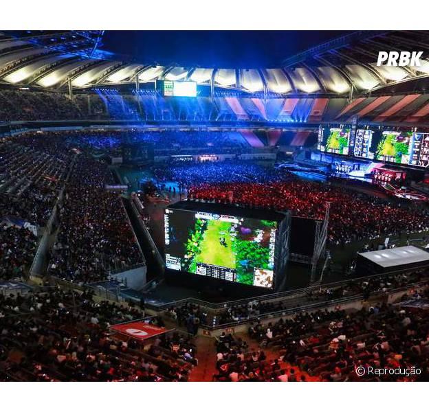 """Seoul World Cup Stadium com mais de 40 mil pessoas para assistir o Mundial de """"League Of Legends"""""""