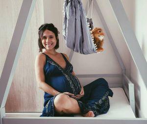 """Ex-""""Malhação"""", após dar à luz o pequeno Caetano,Daphne Bozaski se reúne com elenco da novela"""