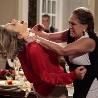 """Em """"Amor à Vida"""", Edith vai tomar uma surra de Pilar na mansão dos Khoury!"""
