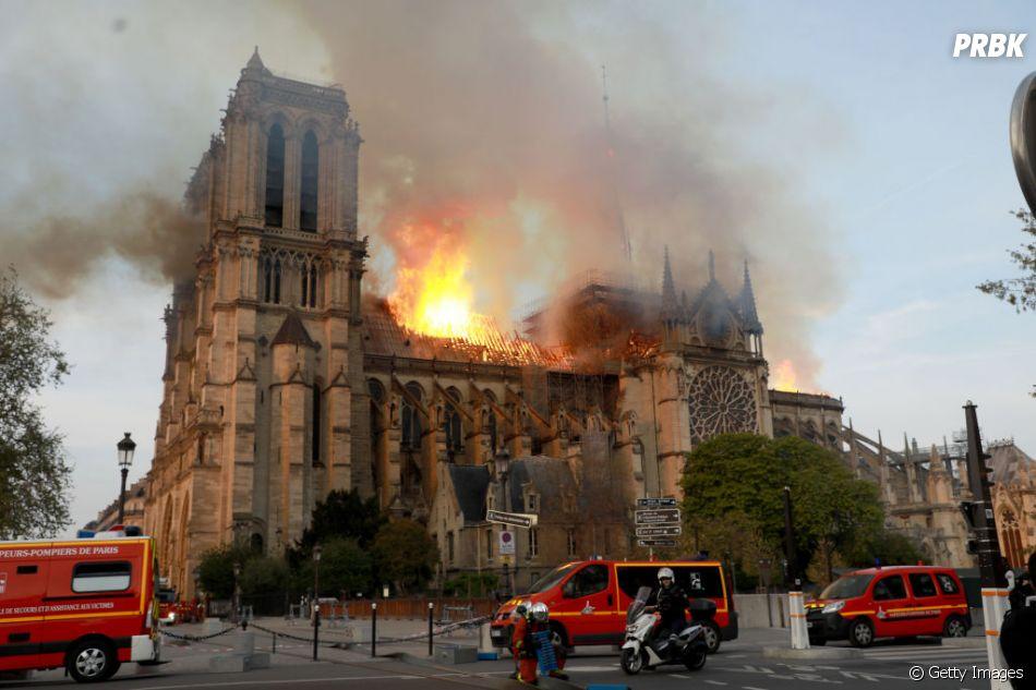 Grave incêndio acaba com Catedral de Notre-Dame nesta segunda-feira (15)
