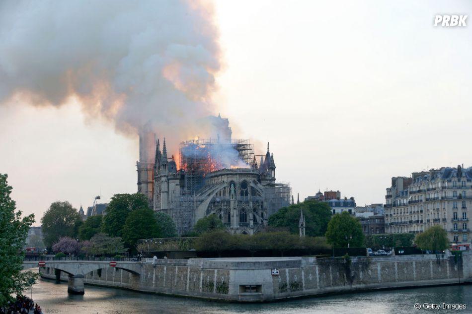 Assim como Museu Nacional, Catedral de Notre-Dame sofre incêndio nesta segunda-feira (15), em Paris