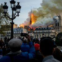 2019 precisa acabar! Catedral de Notre-Dame pega fogo e brasileiros relembram Museu Nacional