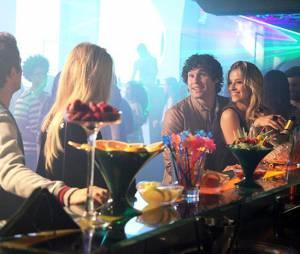 """Megan (Isabelle Drummond) vai encontrar Arthur (Dudu Azevedo) com outra mulher em """"Geração Brasil"""""""