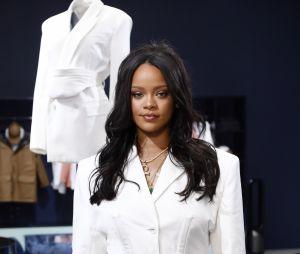 Rihanna decidiu mandar um cartão-presente da Fenty Beauty para SZA após cantora sofrer racismo em loja