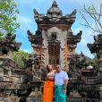 Anitta levou o pai para curtir férias na Indonésia também