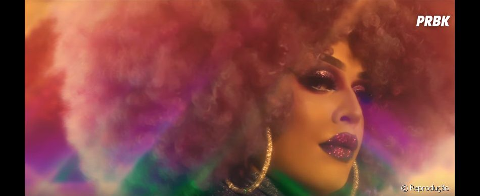 "Confira o videoclipe de ""YoYo"", parceria de Gloria Groove com a IZA"
