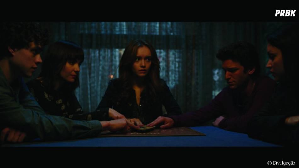 O filme gira em torno de uma adolescente que usa um jogo para se comunicar com os espíritos