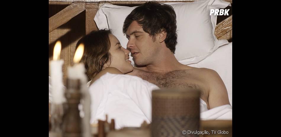 """Em """"Alto Astral"""", Laura (Nathalia Dill) e Caíque (Sérgio Guizé) têm noite de amor"""