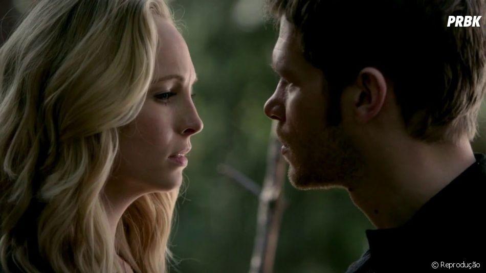 """Cena decisiva entre Caroline (Candice King) e Klaus (Joseph Morgan) em """"The Vampire Diaries"""" quase custou a mão da atriz!"""