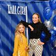 """""""Crush à Altura"""": Sabrina Carpenter e Ava Michelle serão irmãs no filme"""