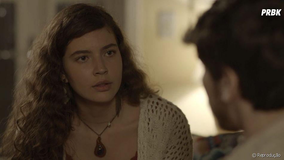 """""""Malhação"""": Rita (Alanis Guillen) fica nervosa ao descobrir que Rui (Rômulo Arantes Neto), pai de Nina, está atrás dela"""