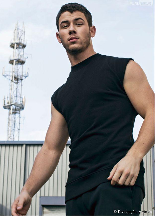 Nick Jonas posa para a revista Attitude e fala sobre a importância do sexo