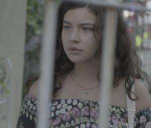 """Em """"Malhação"""": Rita (Alanis Guillen) se desespera ao encontrar Rui (Romulo Neto Arantes) no Rock in Rio"""
