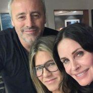"""Courteney Cox, Jennifer Aniston e Matt LeBlanc passam dia juntos e fãs de """"Friends"""" comemoram"""