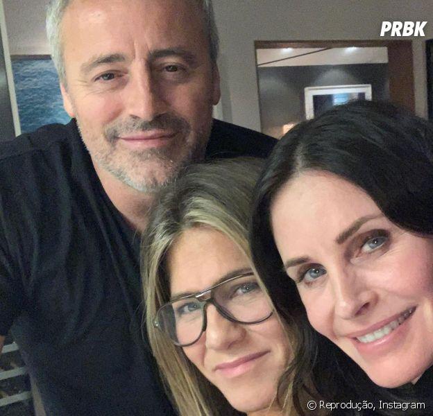 """""""Friends"""": Matt LeBlanc, Courteney Cox e Jennifer Aniston se encontram e fazem a alegria dos fãs!"""