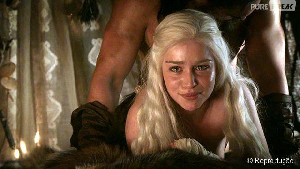 Khaleesi e Khal Drogo em uma das cenas quentes de GoT
