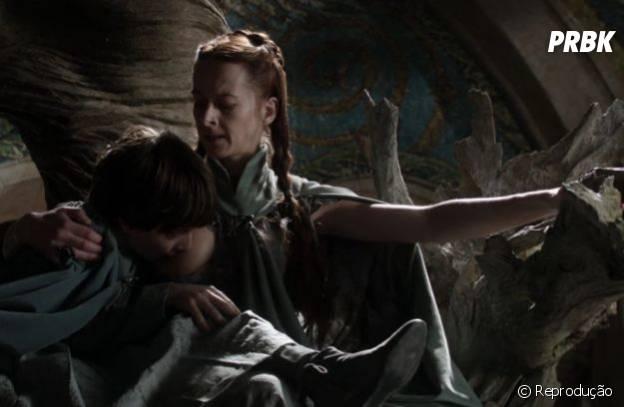 "Lisa Tully amamentando seu ""bebê"""