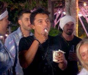 """""""De Férias com o Ex Brasil:Celebs"""": Naka aproveitou muito a festa e ainda foi lambido pela Mirela"""