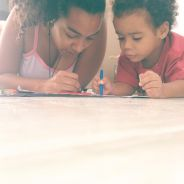 Karoline Miranda, mãe solo e feminista, fala sobre os cuidados na educação de uma criança negra
