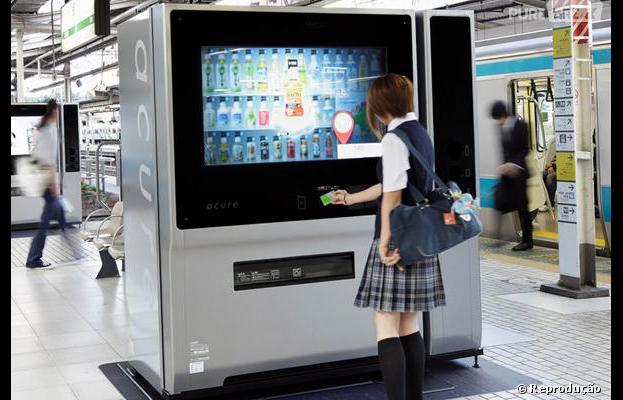 Máquinas de vendas fazem sugestões no Japão