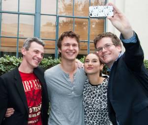 Além das estrelas, o autor John Green e o diretor Josh Boone também estiveram no local