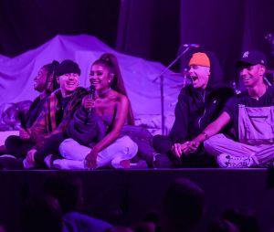 "Ariana Grande terminou a turnê""Sweetener World Tour"", que passou por América do Norte, Europa e Ásia, no dia 22 de dezembro"