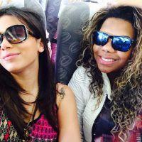 Anitta trolla Ludmilla com brincadeira durante viagem de avião! #ZueiraNeverEnds