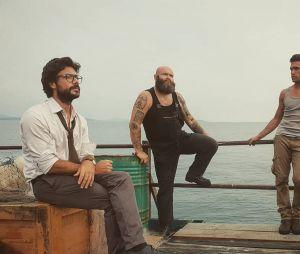"""""""La Casa de Papel"""": quem topa uma viagem de barco com oProfessor (Álvaro Morte),Helsinki (Darko Peric) eDenver (Jaime Lorente)"""