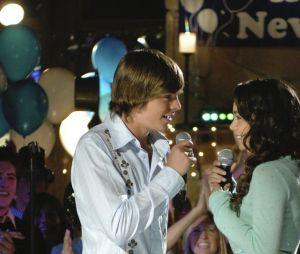 """""""High School Musical"""" estreou no Disney Channel do Brasil dia 3 de dezembro de 2006 e é protagonizado por Zac Efron (Troy Bolton) e Vanessa Hudgens (Gabriella Montez)"""