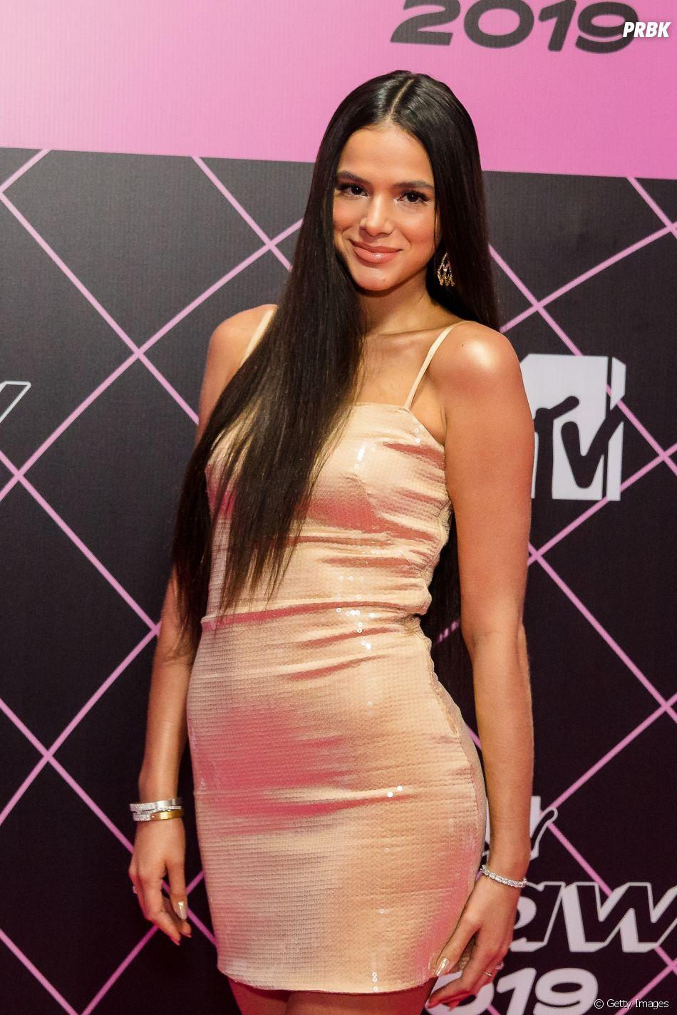 Bruna Marquezine explica por que alisou o cabelo por tanto tempo