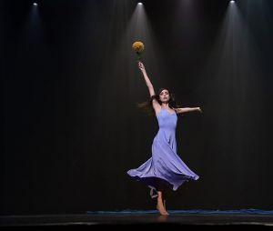 """""""Feel the Beat"""": Sofia Carson, assim como April, também é dançarina"""