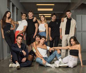 """""""Elite"""": foto oficial do elenco da 4ª temporada juntando antigos e novos atores foi divulgada pela Netflix"""