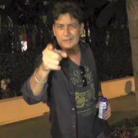 """Charlie Sheen pede nova chance em """"Two and a Half Men""""! Será que ele consegue?"""