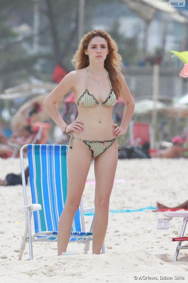"""Isabelle Drummond estava filmando """"Sete Vidas"""" em uma praia do Rio de Janeiro"""