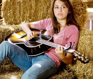"""15 anos de """"Hannah Montana"""": série teve quatro temporadas e virou filme"""