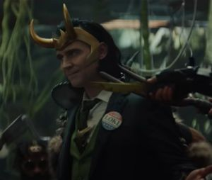 "Loki aparece com broche escrito ""Vote Loki"" em novo trailer"