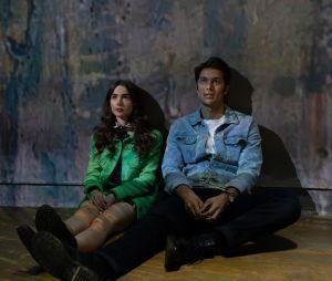 """""""Emily em Paris"""": Gabriel (Lucas Bravo) terá competição pela atenção de Emily (Lily Collins) na 2ª temporada"""