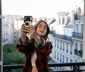 """Gravações da 2ª temporada de """"Emily em Paris"""", sucesso da Netflix, já foram inciadas"""